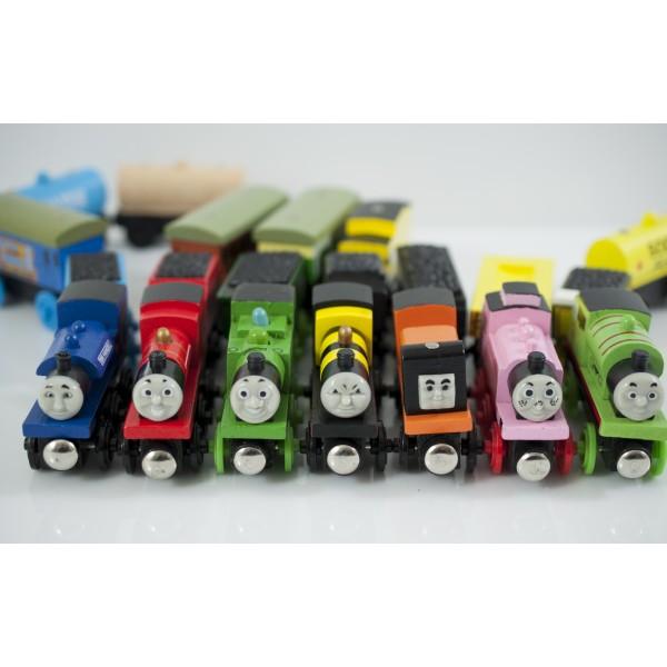 Zestaw zabawek drewnianych - lokomotywa z 3 wagonikami